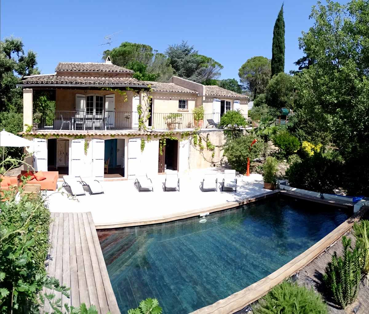 Location bord de mer saint raphael 83 var location villa for Photo maison avec piscine