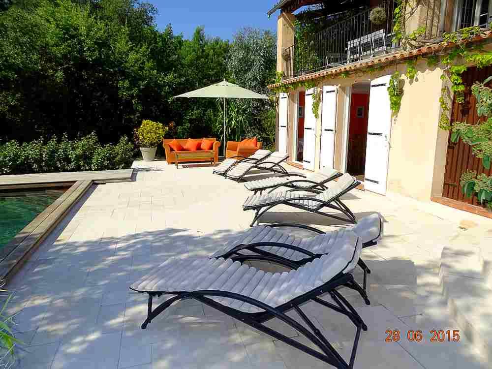 Location vacances maison meubl e var avec piscine saint for Piscine saint raphael